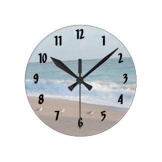 Relógio Redondo três pássaros na praia de florida da foto da costa