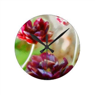 Relógio Redondo Trio de florescência da tulipa da peônia escura do