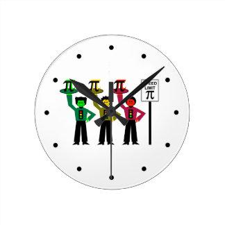 Relógio Redondo Trio temperamental do sinal de trânsito ao lado do