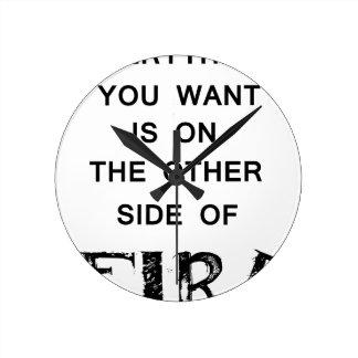 Relógio Redondo tudo que você quer é no outro lado de fire.p
