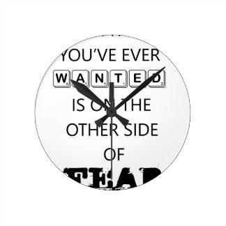 Relógio Redondo tudo que você quis nunca está   no outro si