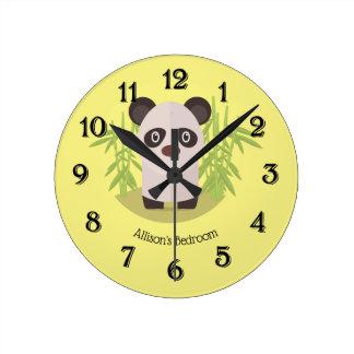 Relógio Redondo Urso de panda bonito entre o bambu