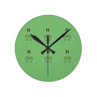 Relógio Redondo Verde TIRADO MÃO de Paisley. Arte original