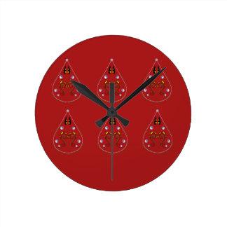 Relógio Redondo Vermelho tirado mão de Paisleys. Trabalhos
