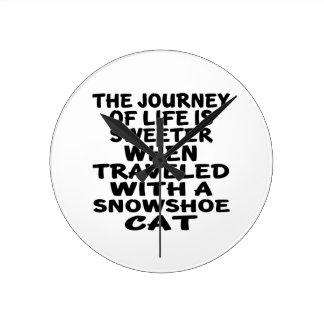 Relógio Redondo Viajado com gato do sapato de neve