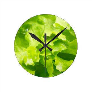 Relógio Redondo Vista macro das folhas da alface em uma salada