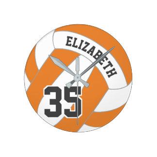 Relógio Redondo Voleibol da laranja e das mulheres personalizadas