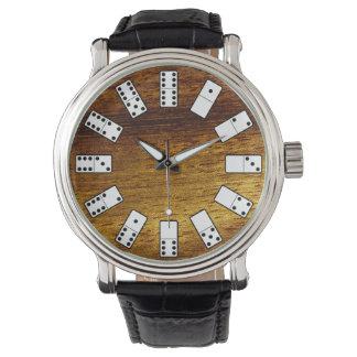 Relógio Símbolos originais do dominó do design no fundo da