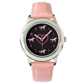Relógio Unicórnios cor-de-rosa bonitos e coração da