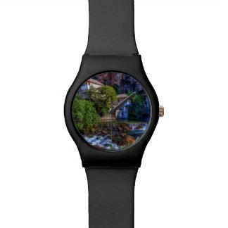 Relógio Vila pequena Blagaj na cachoeira do Buna, Bósnia e