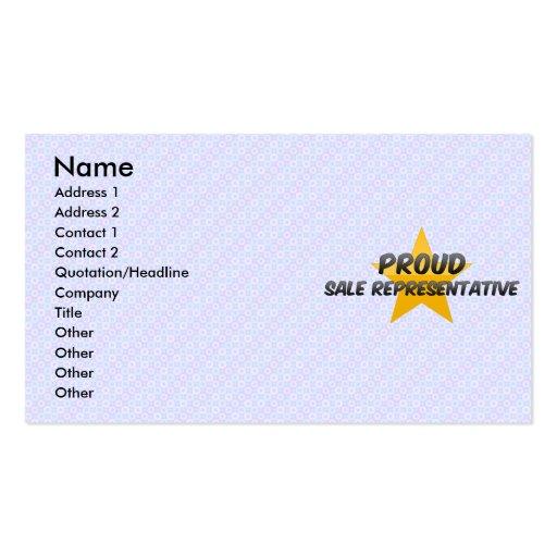 Representante de venda orgulhoso cartões de visitas