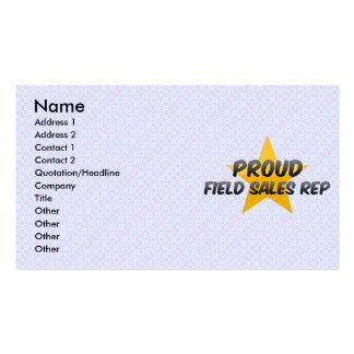Representante orgulhoso das vendas do campo cartões de visitas