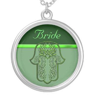 Repto da mão de Hamsa: Coração (casamento) (verde) Colar Com Pendente Redondo