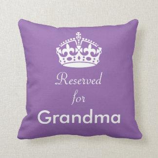 Reservado para o coxim da coroa da avó (ou o algum almofada
