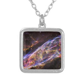 Resto do Supernova da nebulosa do véu Colar Banhado A Prata