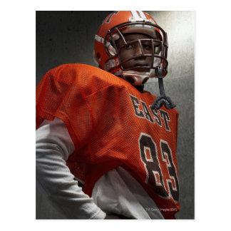 Retrato (14-15) do futebol americano adolescente cartoes postais