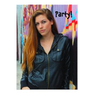 Retrato de uma jovem mulher convite personalizados