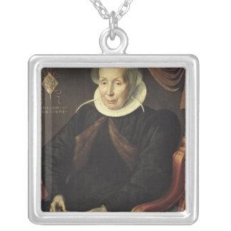 Retrato de uma mulher idosa, 1603 colar com pendente quadrado