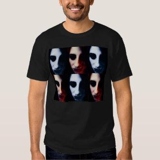 Retrato escuro do modelo do anjo tshirt