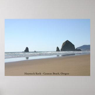 Rocha do monte de feno - praia do canhão, Oregon Pôster