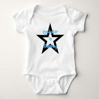 Rockstar no treinamento body para bebê