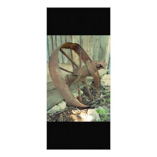 Roda velha oxidada 10.16 x 22.86cm panfleto