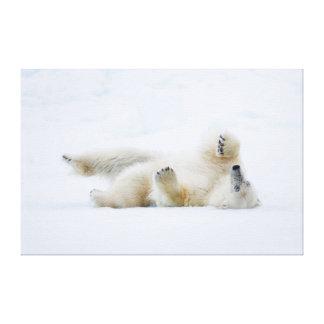 Rolamento do urso polar na neve, Noruega Impressão Em Tela