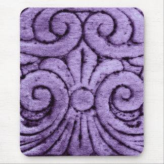 Rolos roxos da flor de lis que cinzelam o design mouse pad