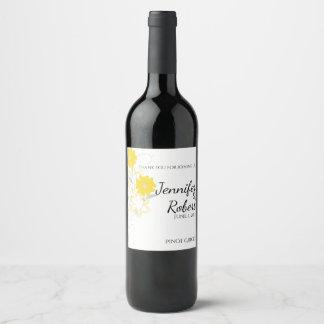Romance de brotamento na etiqueta amarela do vinho