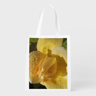 Rosa amarelo de gota de orvalho sacolas ecológicas
