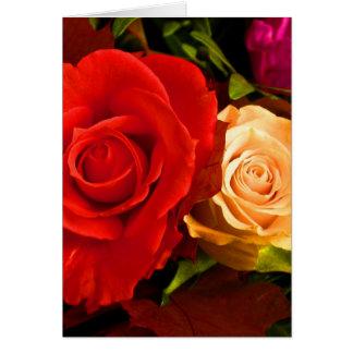 Rosa amarelo vermelho cartão comemorativo