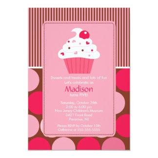 Rosa bonito Brown do cupcake da cereja do convite