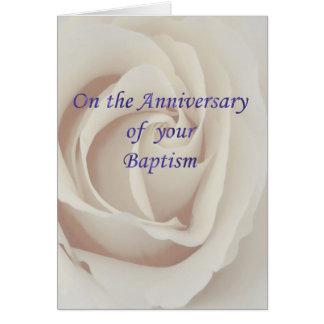 Rosa branco do aniversário do baptismo/batismo cartao