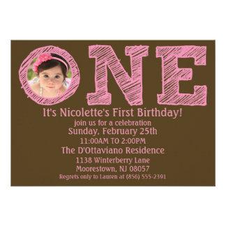 Rosa/Brown a uma primeira festa de aniversário gra Convites Personalizados