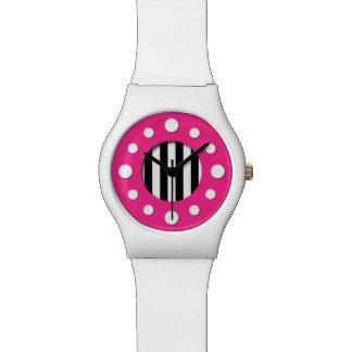 Rosa com o relógio preto e branco das listras