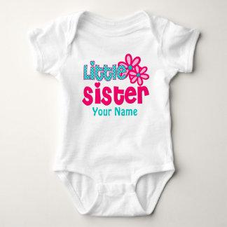 Rosa da irmã mais nova e camisa personalizada