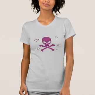 rosa dos crossbones do crânio do pirata com coraçõ camisetas