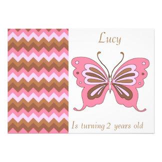 Rosa e convites do aniversário da borboleta de