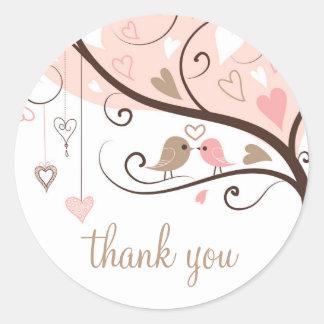 Rosa e Lovebirds de Brown que Wedding o obrigado v Adesivo Em Formato Redondo