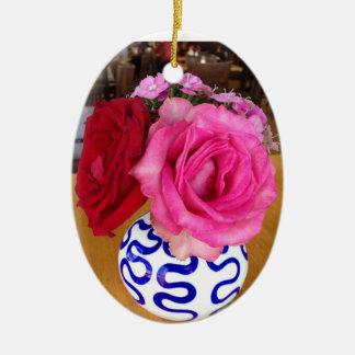 Rosa e ornamento das rosas vermelhas