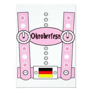 Rosa engraçado dos Lederhosen de Oktoberfest Convite 12.7 X 17.78cm