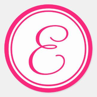 Rosa quente etiqueta do casamento do monograma E Adesivos Em Formato Redondos