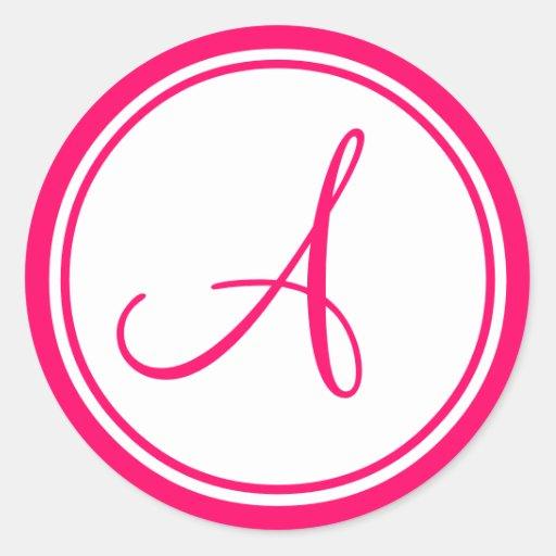 Rosa quente, monograma uma etiqueta do casamento adesivo em formato redondo
