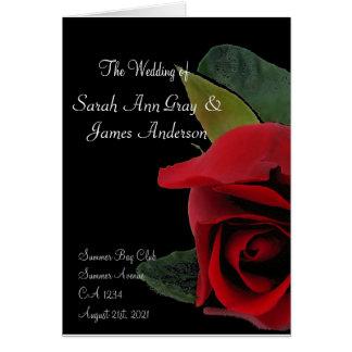 Rosa vermelha do programa do casamento no cartão