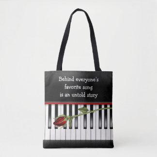 rosa vermelha no teclado de piano bolsa tote