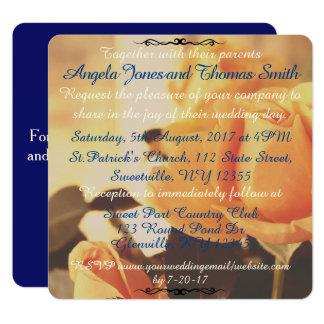 Rosas amarelos do vintage com convite azul do