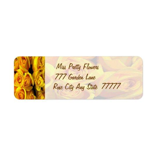 Rosas amarelos dourados enevoados etiqueta endereço de retorno