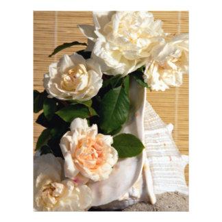Rosas brancos e escudo panfleto