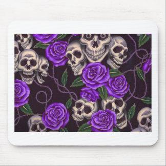 Rosas e crânios roxos mouse pad