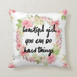 Rosas e travesseiro cor-de-rosa do incentivo da almofada